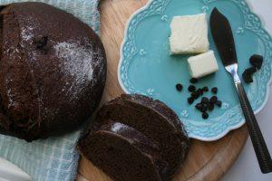 הלחם מוכן עם שוקולד וחמאה ליד