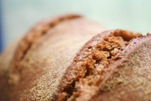 מראה מקרוב של לחם הכוסמין