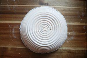מראה עיצובי עגול ללחם