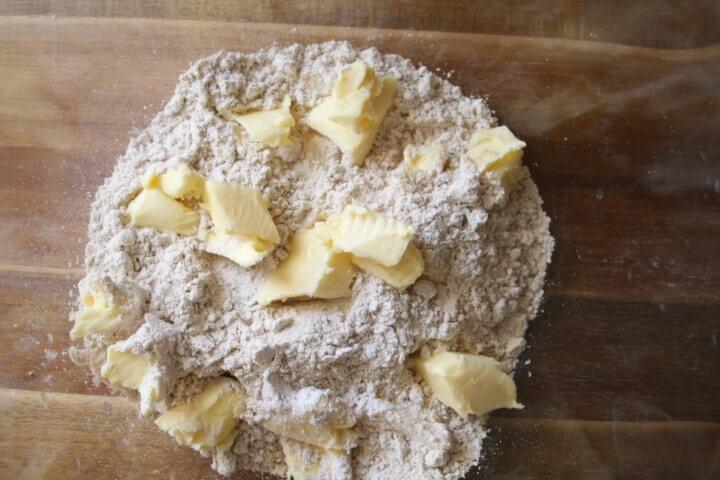הכנת בצק כוסמין לאוזני המן
